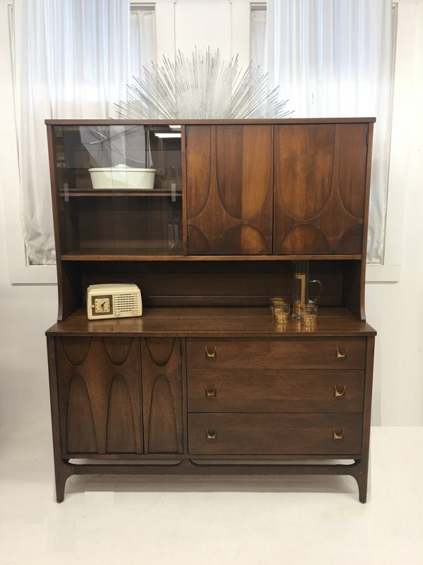 Brasilia small hutch